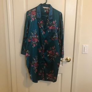 Ladies robe or night gown